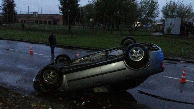 У  Львові знайшли перекинутий автомобіль без водія та з зірваними номерами