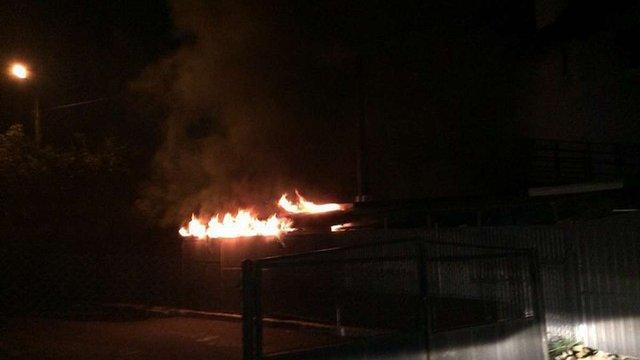 Уночі рятувальники гасили пожежу на Сихові