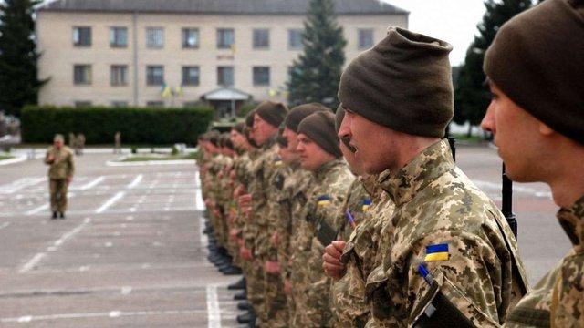 Уряд назвав кількість українців, які цього року підуть до війська