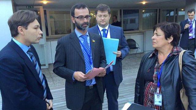 Французькій депутатці вручили підозру за незаконний візит до Криму
