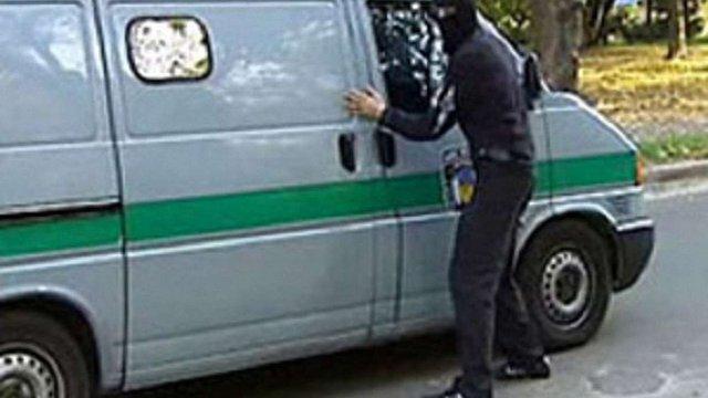 Чотирьох грабіжників затримали у Львові під час спроби нападу на інкасаторське авто