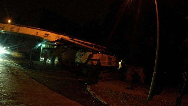 У Львові поліцейські склали протокол на водія гусеничного трактора, який нищив дорогу