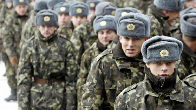 Військових перевдягнуть у зимову форму до середини жовтня, – Полторак