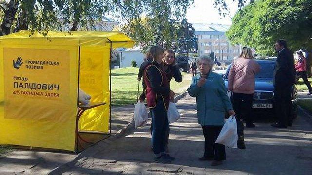 Кандидат від «Громадянської позиції» безкоштовно роздавав хліб у Львові