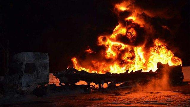 У Миколаєві спалахнули два бензовози на автозаправці, є постраждалі