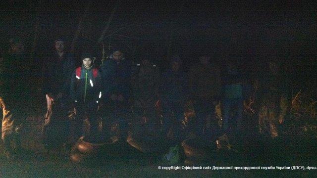 Львівські прикордонники затримали шість нелегалів з Іраку та одного з Сирії