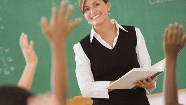 Яценюк запропонував зробити зарплатню вчителів залежною від успіхів учнів