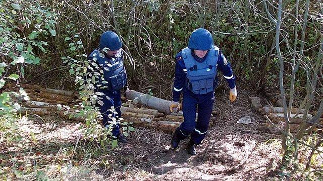 На Закарпатті грибник знайшов 63 радянські реактивні ракети