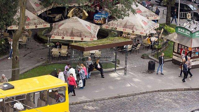 У центрі Львова з'явилася перша еко-зупинка громадського транспорту