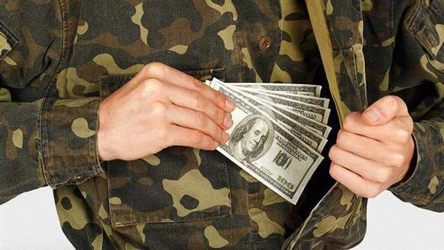 На Дніпропетровщині на хабарі викрили військового комісара і його спільників