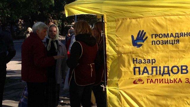 «Громадянська позиція» заборонила кандидатові роздавати хліб у Львові
