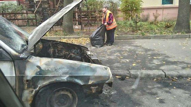 Вночі у Львові згорів автомобіль «дев`ятка»
