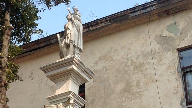 Пам'ятник Христофора у Вірменському дворику відреставрували за півмільйона гривень