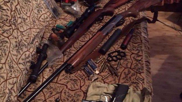 У Київській області знайшли арсенал зброї та боєприпасів