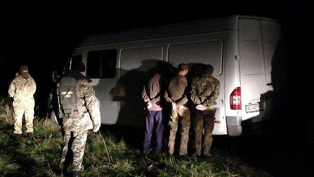 У Волинській області затримали контрабандистів з 130 ящиками сигарет
