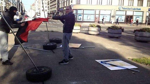 У Ризі невідомі зруйнували виставку «Люди Майдану»