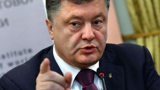 Порошенко заявив, що гібридна війна ще у повному розпалі