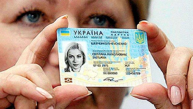 Яценюк стверджує, що від початку року вже видали 660 тисяч біометричних паспортів