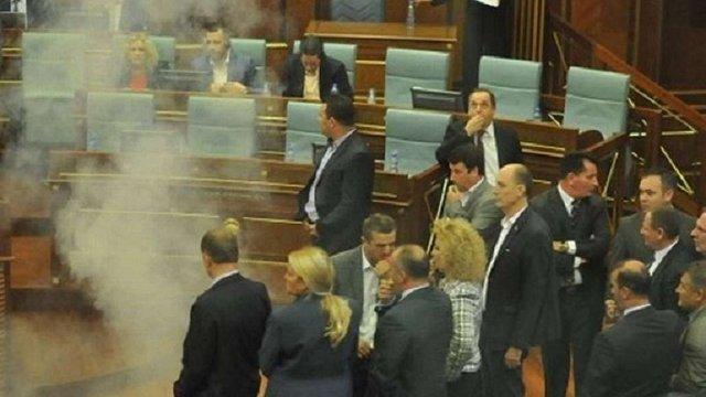 В парламенті Косово кинули гранату зі сльозогінним газом