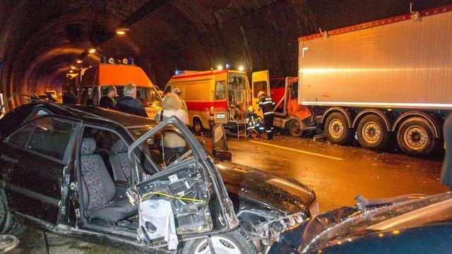 У Болгарії зіштовхнулись кілька десятків автомобілів, є жертви