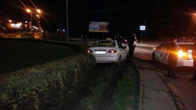 У Львові п`яний таксист розбив своє таксі і втік з місця ДТП