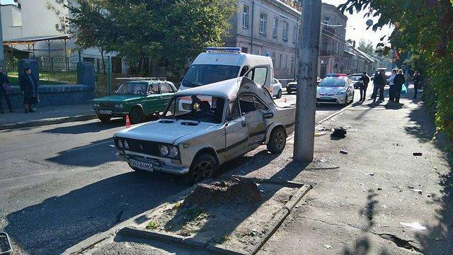 У Львові в результаті зіткнення двох автомобілів на тротуарі збили пішохода