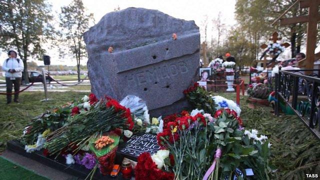 На могилі Нємцова встановили пам'ятник