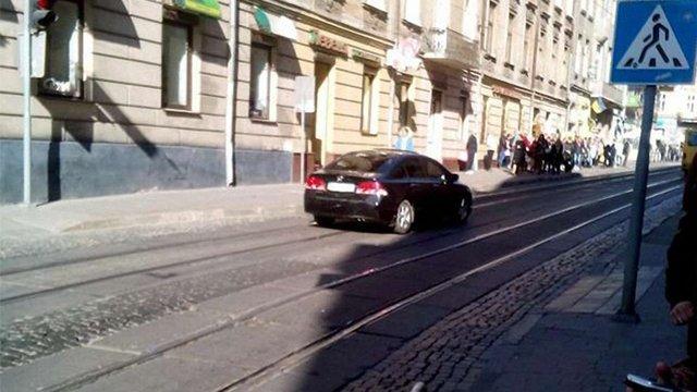 У центрі Львова водій побив пішохода за зауваження
