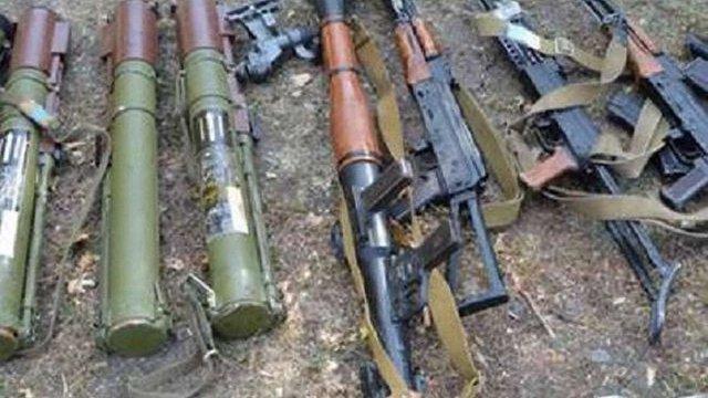 На Луганщині виявили схрон зі зброєю