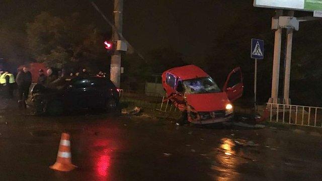 У Львові на Мазепи зіткнулися дві автівки