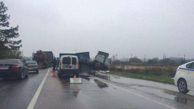 На об'їзній дорозі Львова у масштабному ДТП загинув 46-річний водій