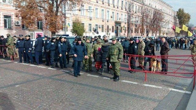 Перед мітингом «Свободи» і «ПС» на Михайлівській площі у Києві вилучили фаєри