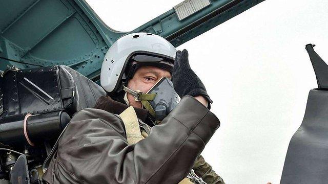 Порошенко у Запоріжжі особисто «випробував» винищувач Су-27