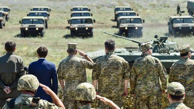 Порошенко обіцяє військовим до кінця року надати додатково 8,5 тис. одиниць озброєння