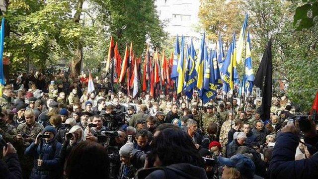 Учасники «Маршу героїв» мітингують біля Лук'янівського СІЗО