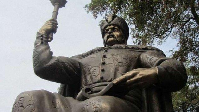У Полтаві презентували триметровий бронзовий пам'ятник гетьману Мазепі