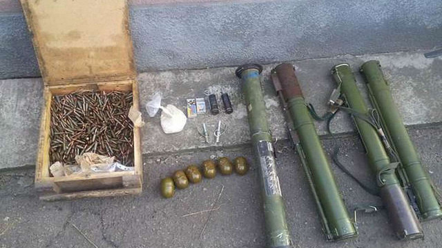 СБУ виявила дві схованки зі зброєю на Донеччині