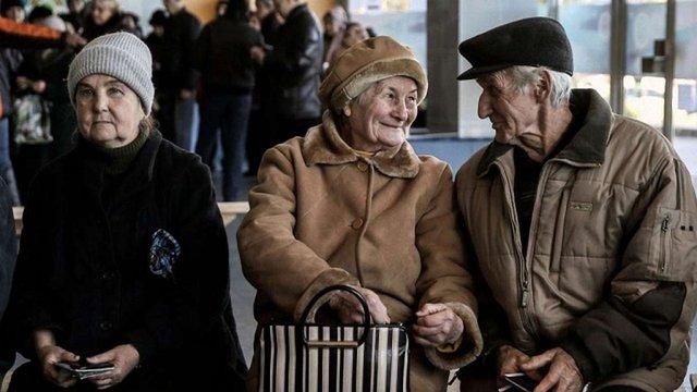 На Луганщині викрили посадовців, які оформляли пенсії для фіктивних переселенців