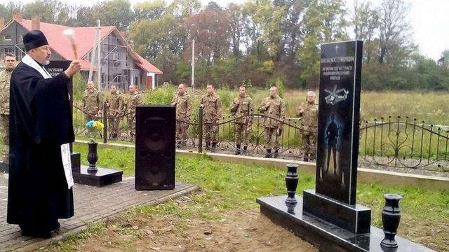 На Львівщині відкрили пам'ятник авіаторам, які загинули в АТО