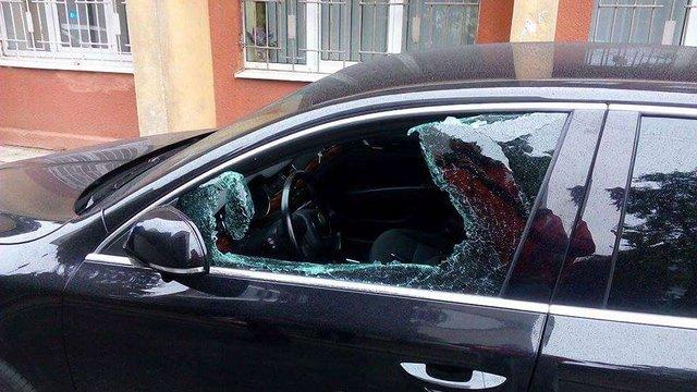 У Львові обікрали автомобіль народного депутата Володимира Парасюка