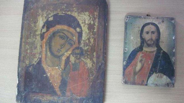 На кордоні з Росією прикордонники вилучили старовинні ікони