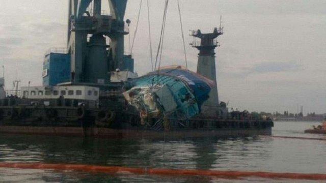 «Іволгу» підняли з дна моря: на борту знайшли тіла ще двох загиблих