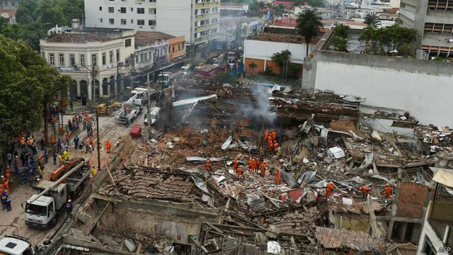 Більше десяти будинків були зруйновані внаслідок вибуху в Ріо-де-Жанейро
