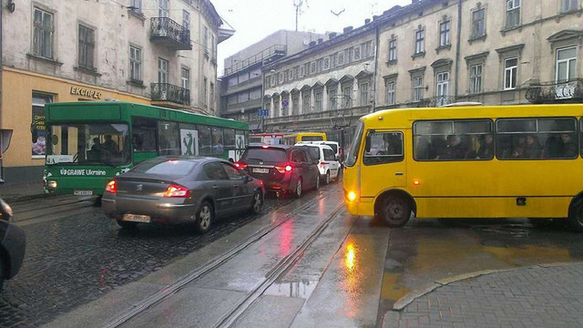 На вул. Франка не ходять трамваї через обрив контактної мережі