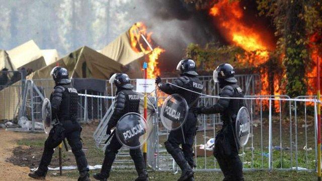 Біженці у Словенії підпалили наметовий табір на знак протесту