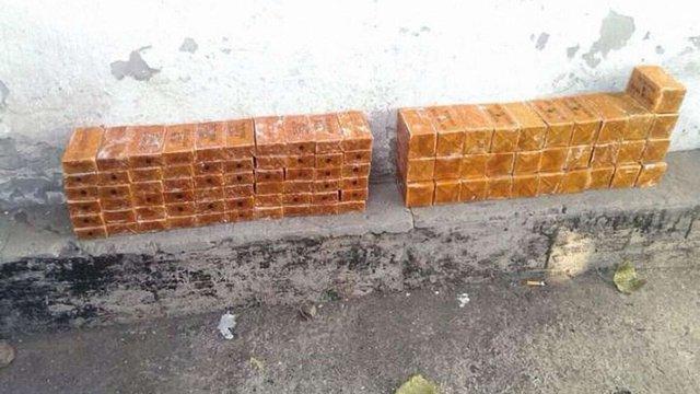 СБУ викрила схованку з тротилом, підготовленим для терактів під час місцевих виборів