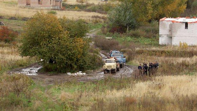 У Винниках поліція затримала автоцистерни, що зливали нечистоти у міську каналізацію