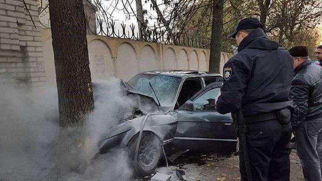 У Львові BMW влетіло у дерево: водій загинув, двоє пасажирів травмувалися