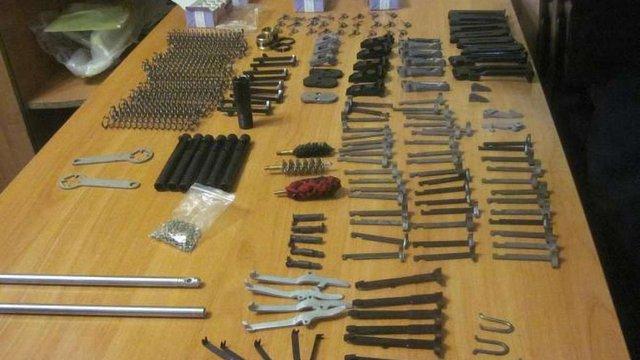В Харкові затримали чоловіка, який перевозив з Москви комплектуючі до зброї