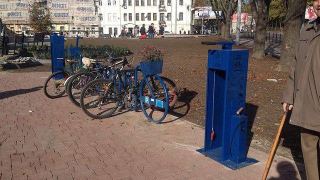 У Львові встановили першу вуличну веломайстерню самообслуговування